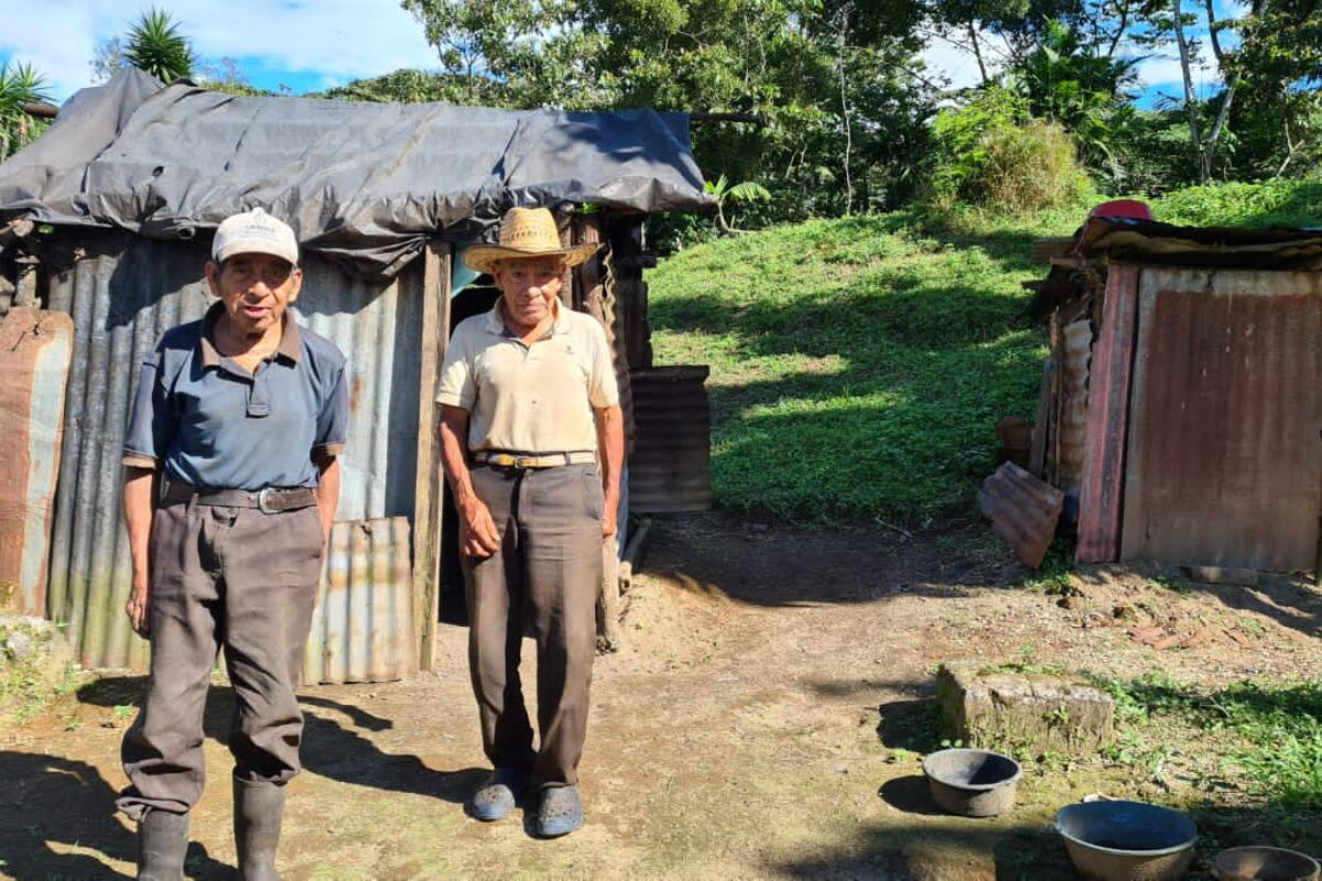Tres hermanos, uno ciego, necesitan tu ayuda