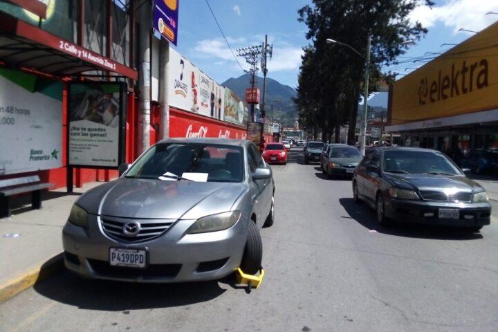 ¿De cuánto es la multa por estacionarte en un lugar prohibido?