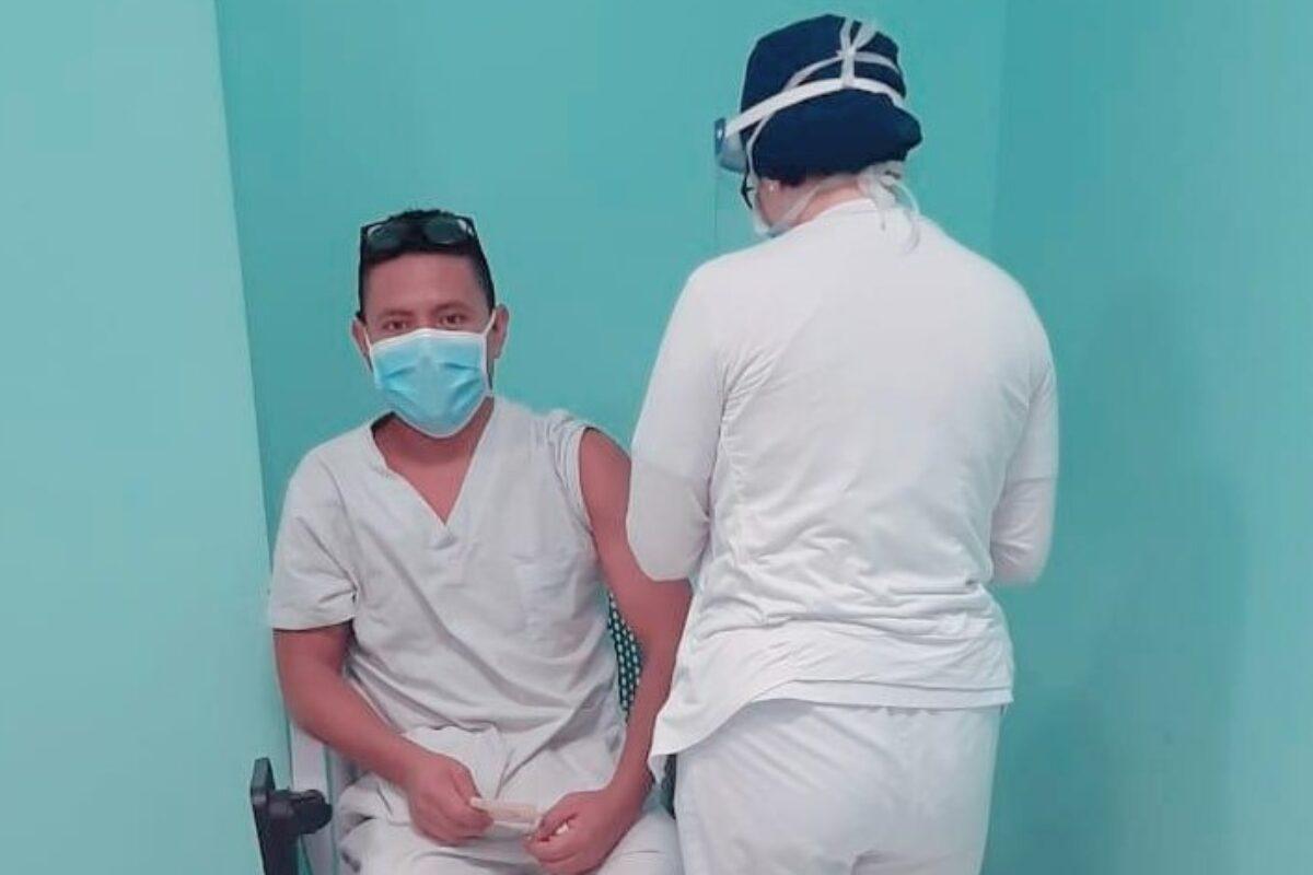 Quetzalteco nos cuenta experiencia al ser vacunado contra el Covid-19