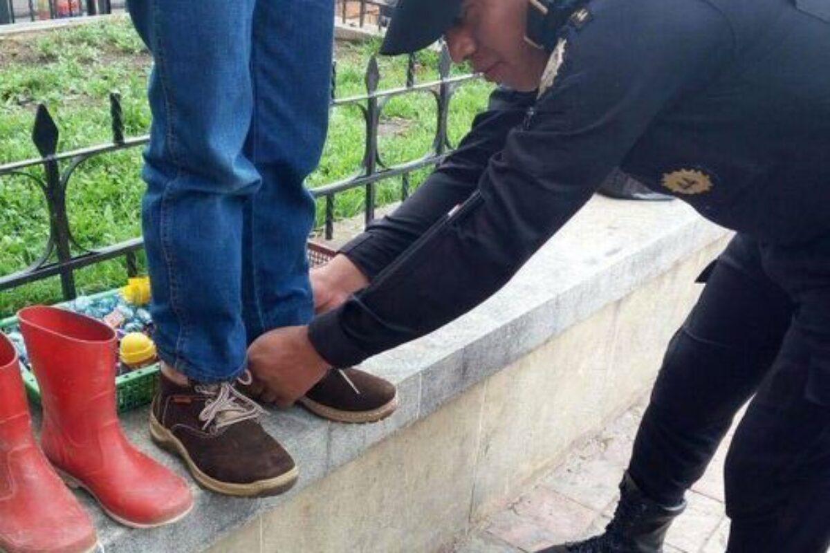 La estrategia de la PNC de regalar zapatos, trasladar a personas y regalar comida