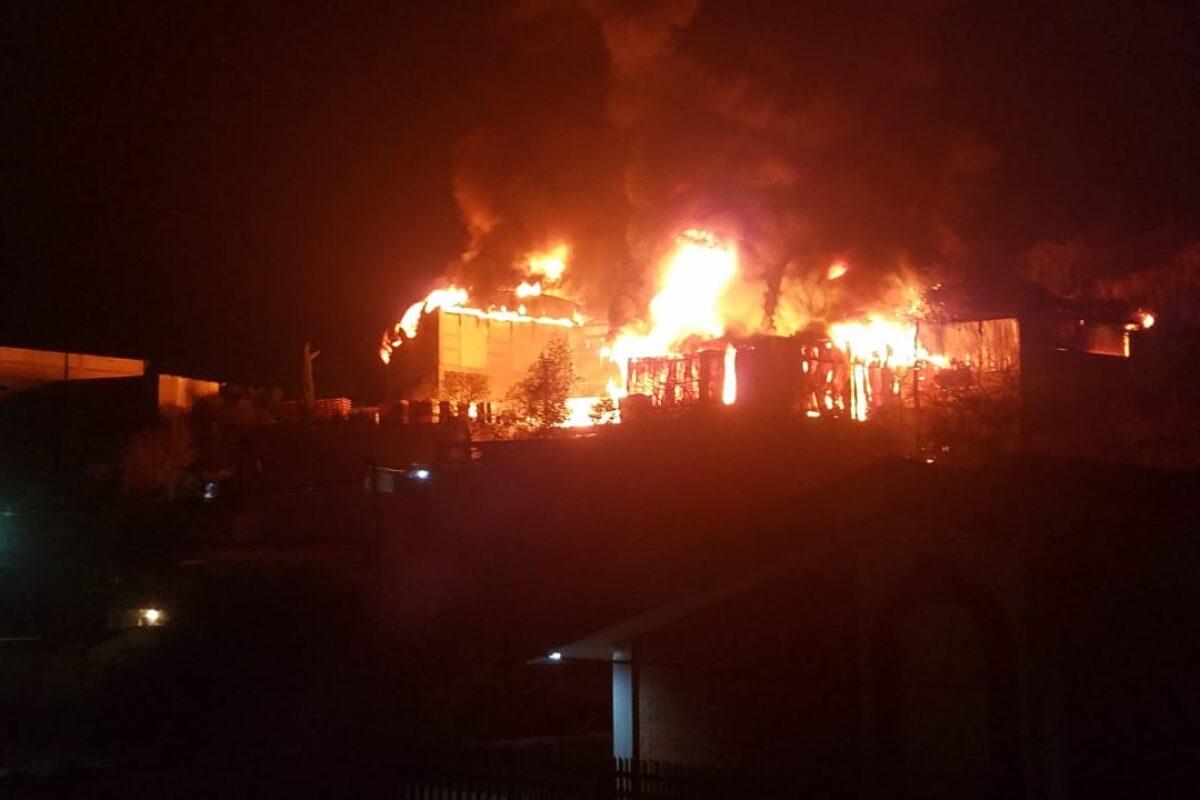 10 datos tras el incendio en la fábrica de camas en la zona 5 de Xela