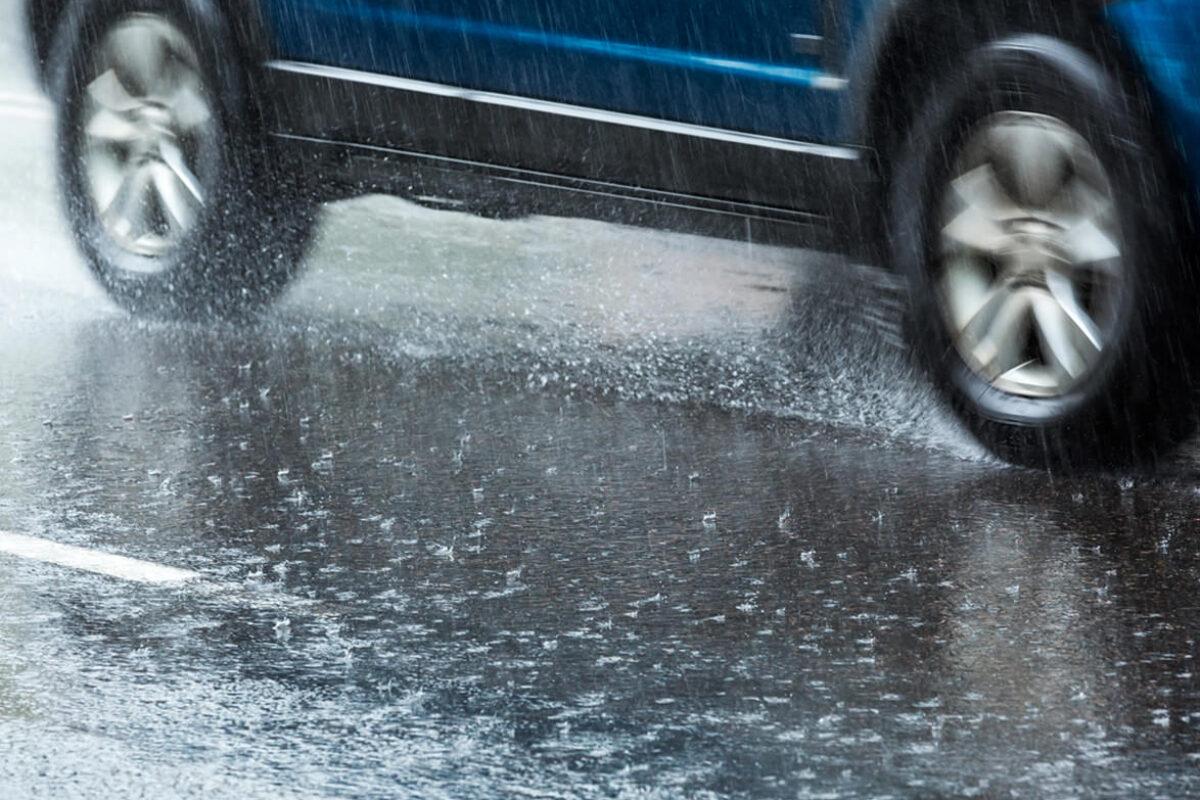 Ahora que está lloviendo, conduce seguro; lee el decálogo de los frenos