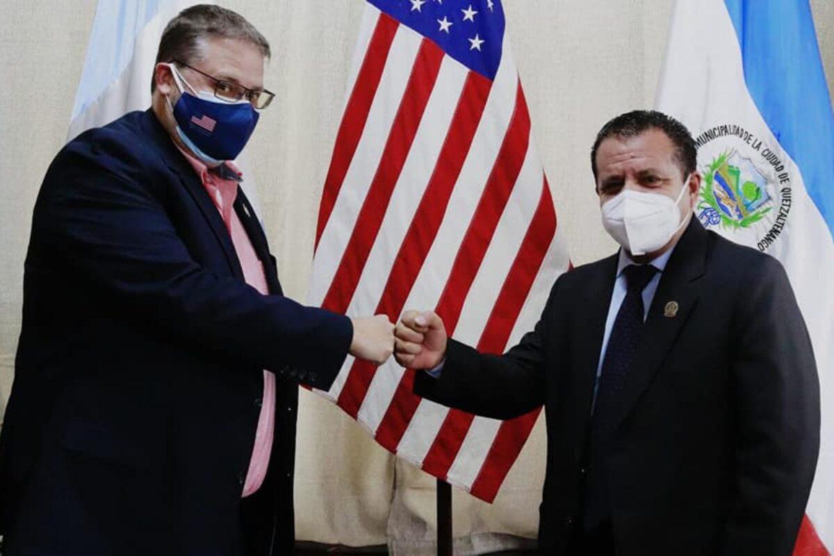 Oficial de la Embajada de EE. UU. visita  alcaldía de Xela para hablar sobre migración y generación de empleo