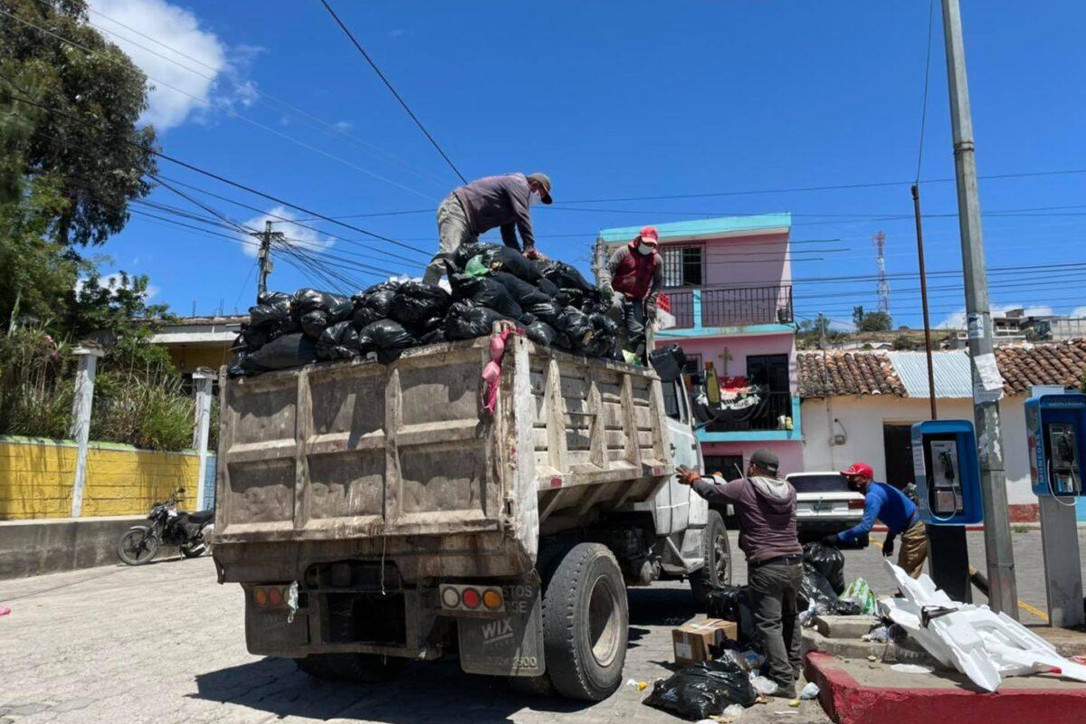 En Salcajá piden que se saque la basura justo cuando pase el camión recolector