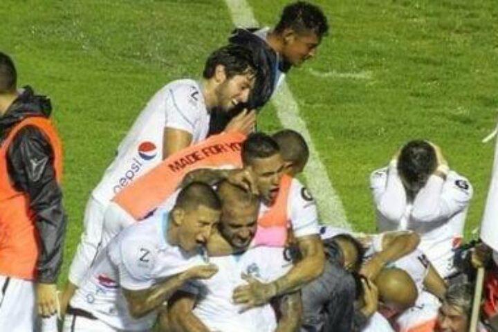 Sancionan al «Moyo» Contreras con Q500 de multa y un partido de suspensión