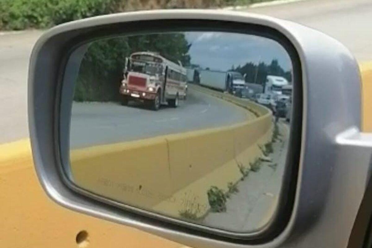 Cancelan registros de pilotos por ir en contra de la vía en carretera Interamericana