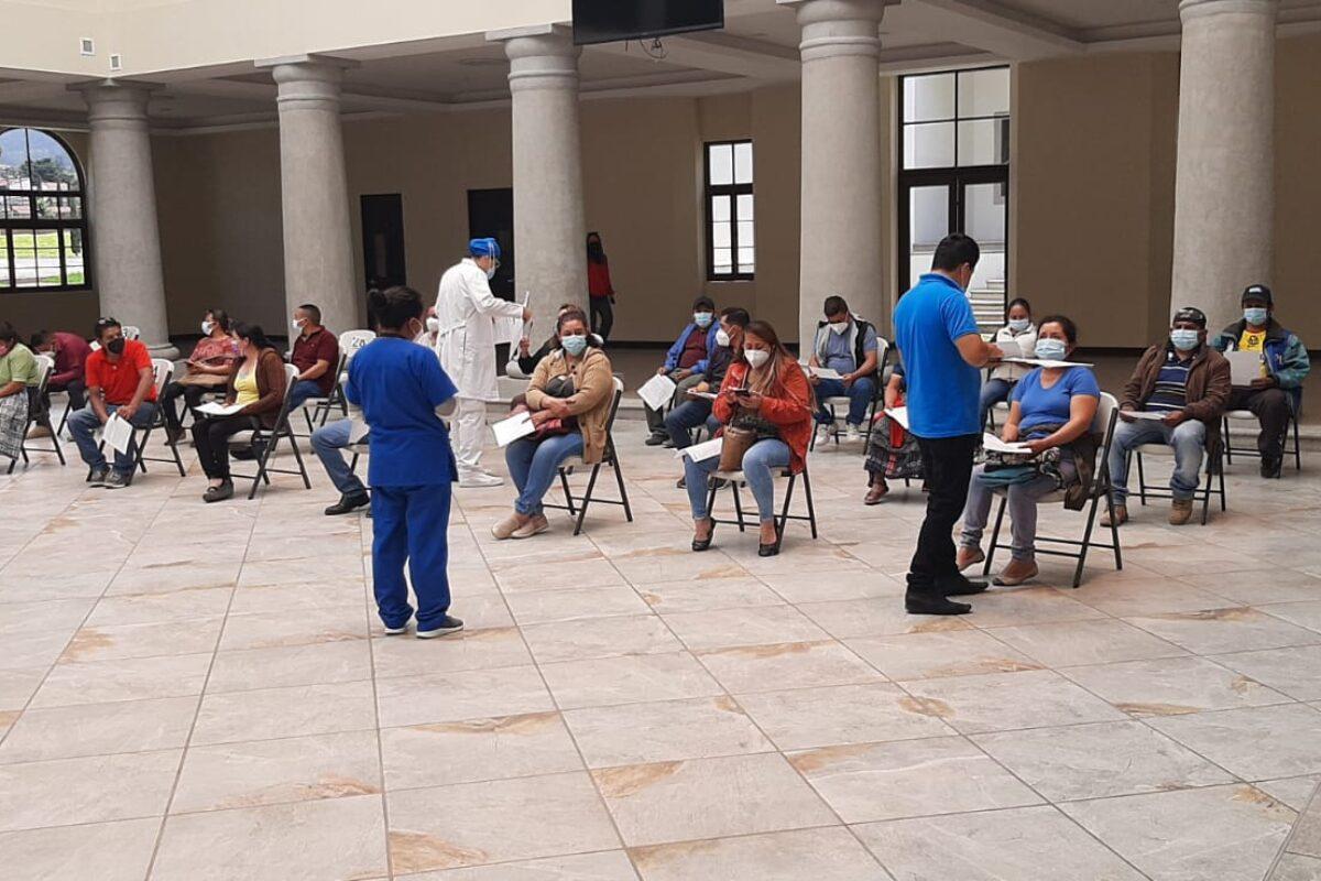 ATIENDE   Mariano Gálvez funciona como centro de vacunación
