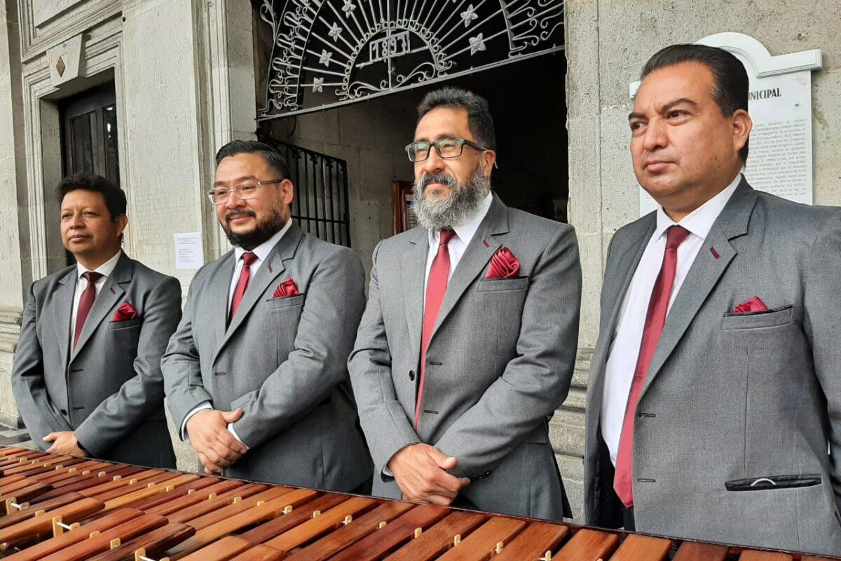 Cuatro músicos dan las gracias y se despiden de la marimba de la municipalidad