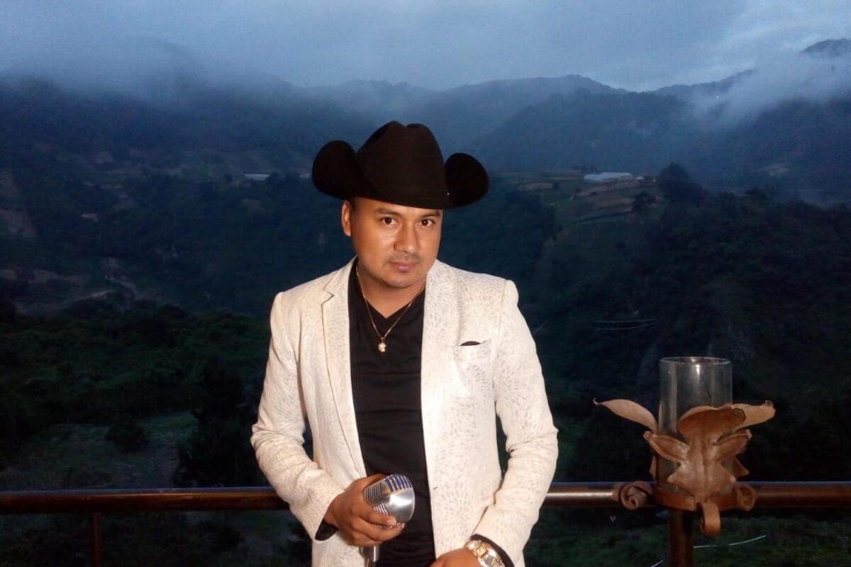 Disfruta esta noche de un momento virtual con Raúl Raymundo