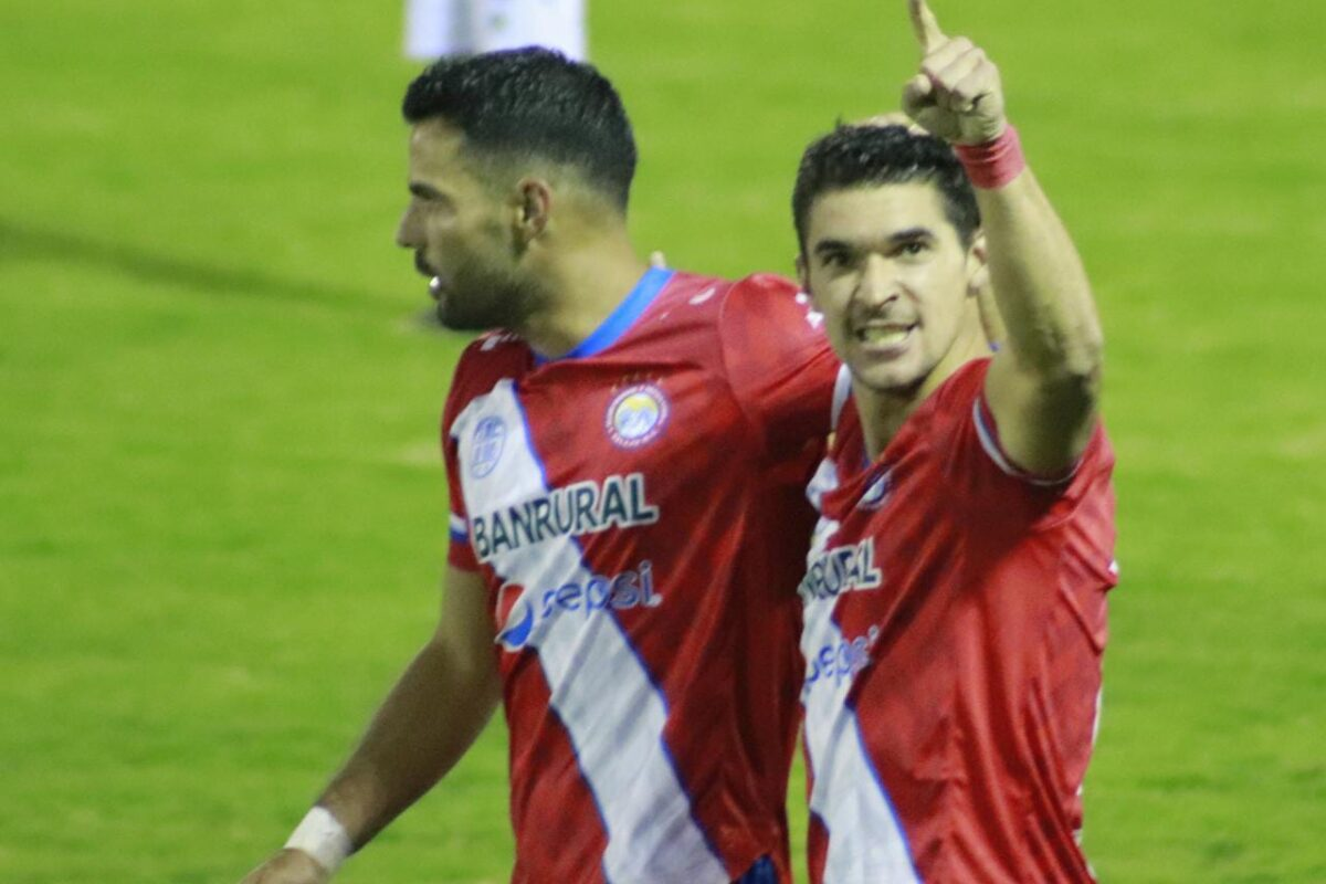 Christopher Ramírez no sufre lesión y ya entrena con Xelajú MC