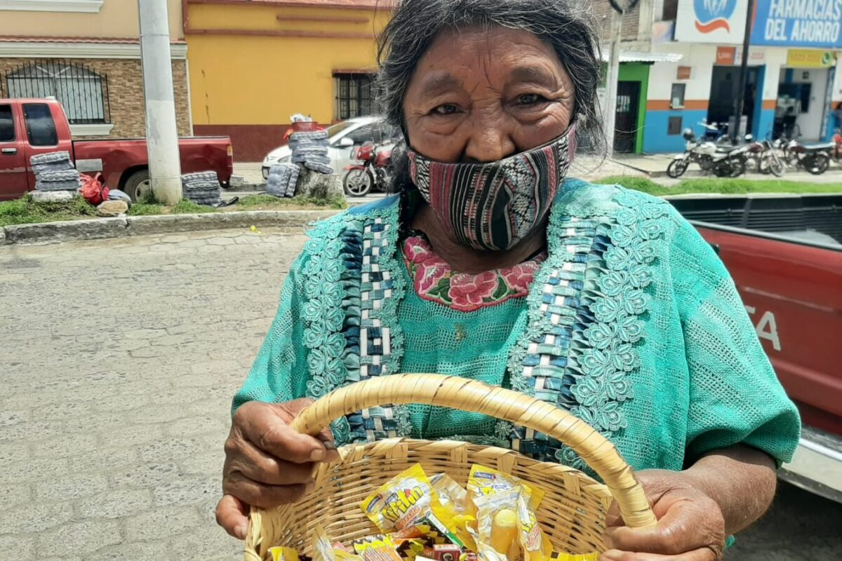 Abuelita está a punto de ser desalojada por no poder pagar la renta