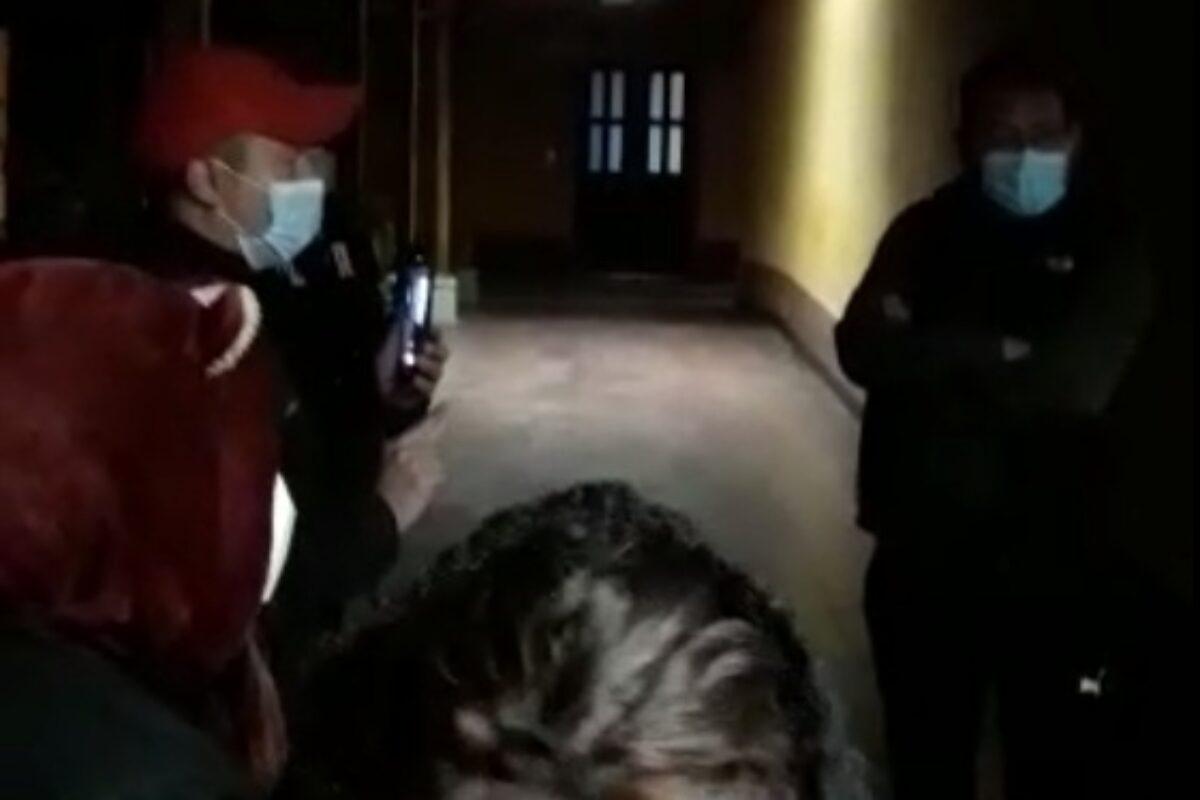 Hallan a empleados de hospital ingiriendo licor dentro de las instalaciones