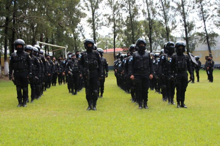 Gobierno despide a 45 policías por estar denunciados