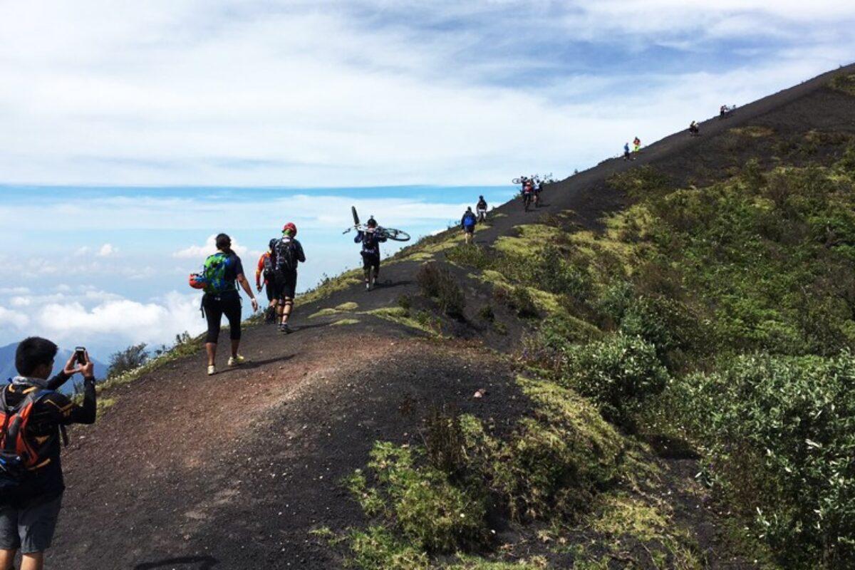 Conred recomienda no escalar volcanes ante llegada de época de frío