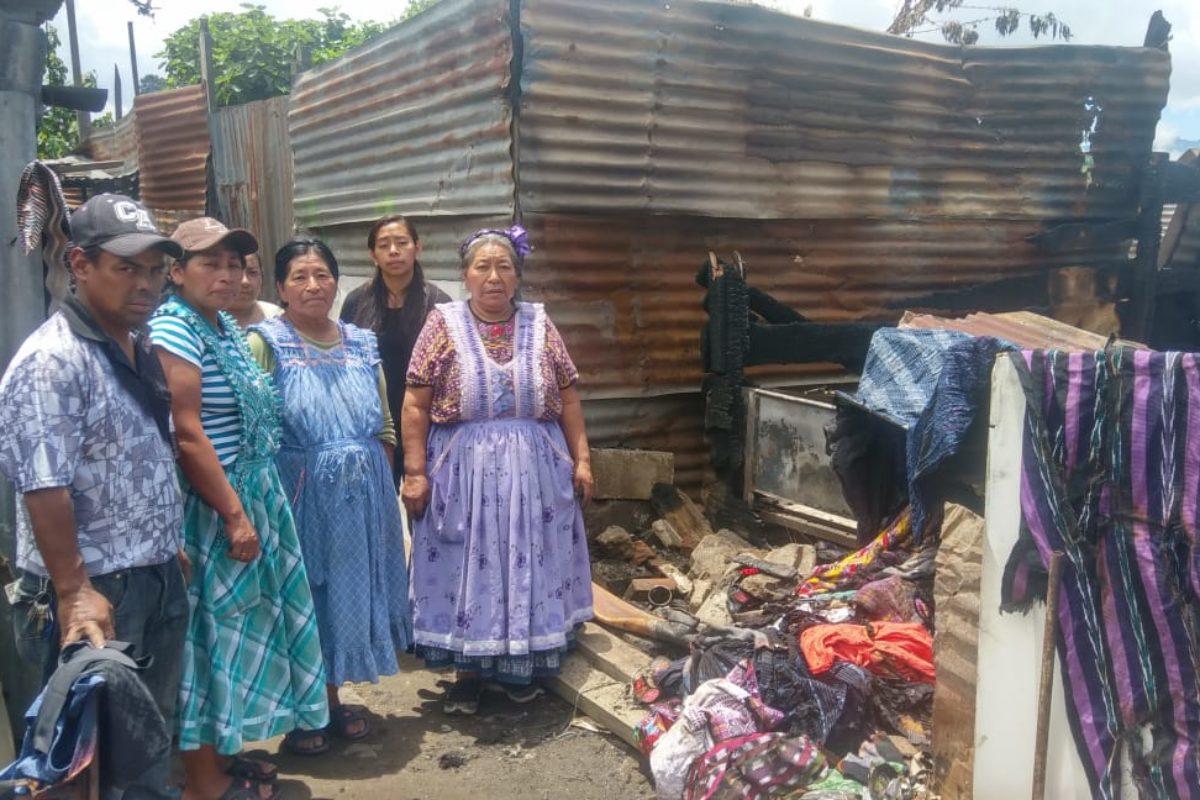 Familia necesita ayuda porque un incendio destruyó su casa